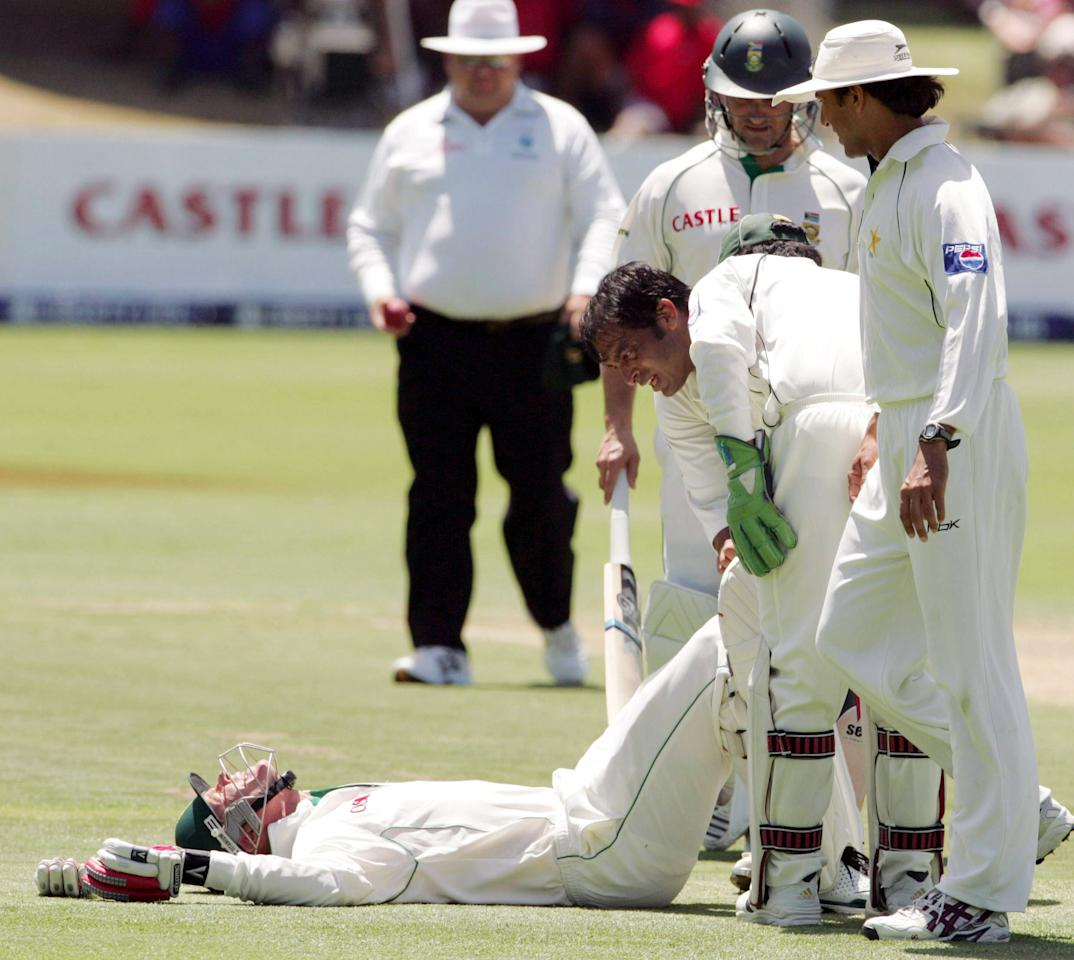 PORT ELIZABETH, SOUTH AFRICA - JANUARY 19:  Shaun Pollock struck on the foot by a concerned Shoaib Akhtar during Day One of the Second Test match between South Africa and Pakistan at Sahara Oval, St George's in Port Elizabeth, South Africa on January 19, 2007. (Photo by Duif du Toit/Gallo Images)