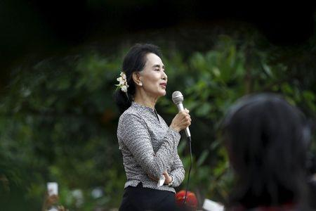 Myanmar pro-democracy leader Aung San Suu Kyi gives a speech during her campaign in her constituency of Kawhmu township outside Yangon September 21, 2015. REUTERS/Soe Zeya Tun