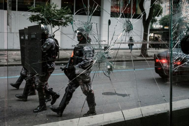 A crowd attempted to march to the private residence of Brazilian President Michel Temer and clashed with police, who fired rubber bullets and stun grenades