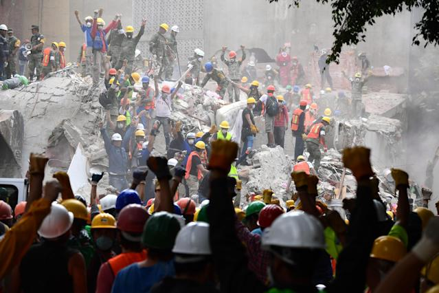 <p>Rescuers make the signal for silence during the search for survivors in a flattened building in Mexico City on Sept. 21, 2017, two days after a strong quake hit central Mexico killing at least 240 people. (Photo: Ronaldo Schemidt/AFP/Getty Images) </p>