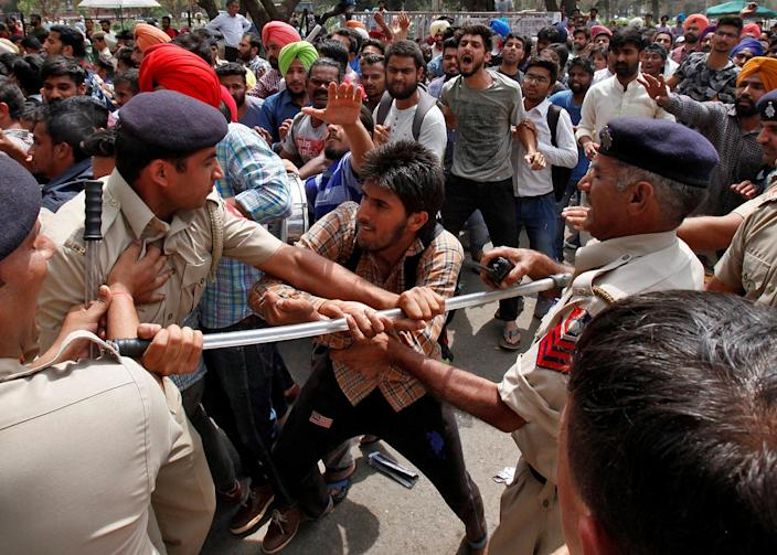 <p>A university student scuffles with policemen during a protest against what the students say is hike in their fees in Chandigarh, India, April 6, 2017. (Photo: Ajay Verma/Reuters) </p>