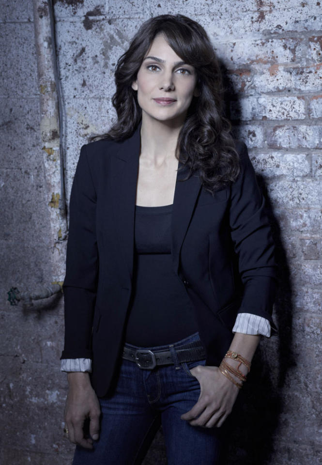 "Annie Parisse as FBI Specialist Debra Parker in ""The Following"" on Fox."