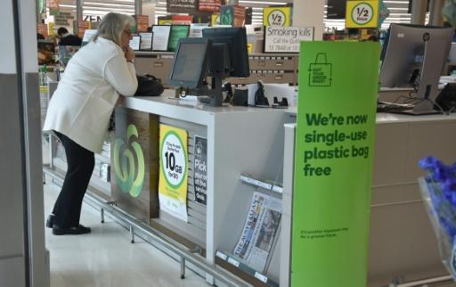 Australian supermarkets work to prevent bag rage as plastics ban takes effect
