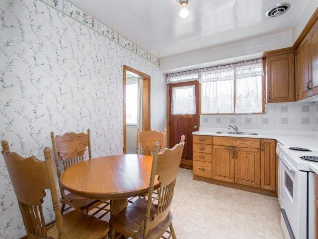 <p><span>3 Botley Rd., Toronto, Ont.</span><br> The kitchen comes with the fridge, stove, dishwasher and microwave.<br> (Photo: Zoocasa) </p>