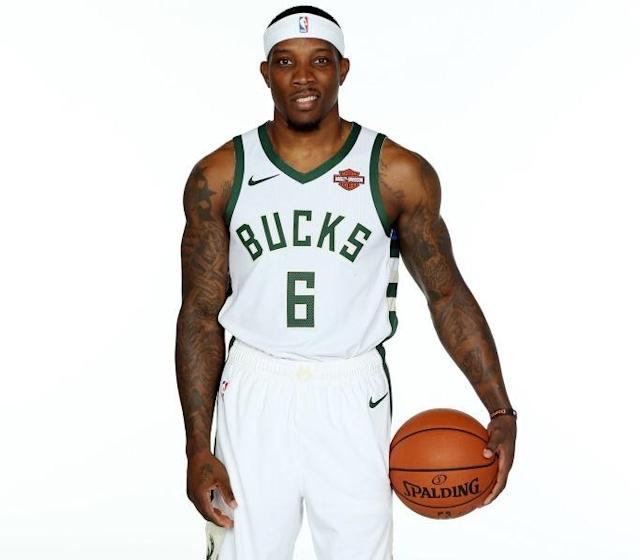 """<p>Cameraman: """"Yes, you have to do this, Eric.""""<br>Eric Bledsoe: """"<a href=""""https://twitter.com/ebled2/status/922201984211369984?lang=en"""" rel=""""nofollow noopener"""" target=""""_blank"""" data-ylk=""""slk:I Dont wanna be here"""" class=""""link rapid-noclick-resp"""">I Dont wanna be here</a>.""""<br>(Getty Images) </p>"""
