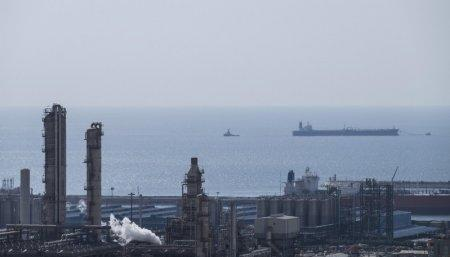 FILE PHOTO: A general view shows a unit of South Pars Gas field in Asalouyeh Seaport, north of Persian Gulf, Iran November 19, 2015. REUTERS/Raheb Homavandi/TIMA/File Photo
