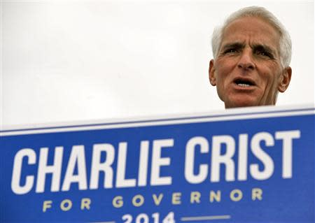 Former Republican Governor Charlie Crist addresses supporters in a waterfront park where he announced his Democratic candidacy for governor during a rally in St. Petersburg, Florida, November 4, 2013. REUTERS/Steve Nesius