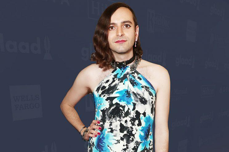 Gender-nonbinary actress poses on a red carpet
