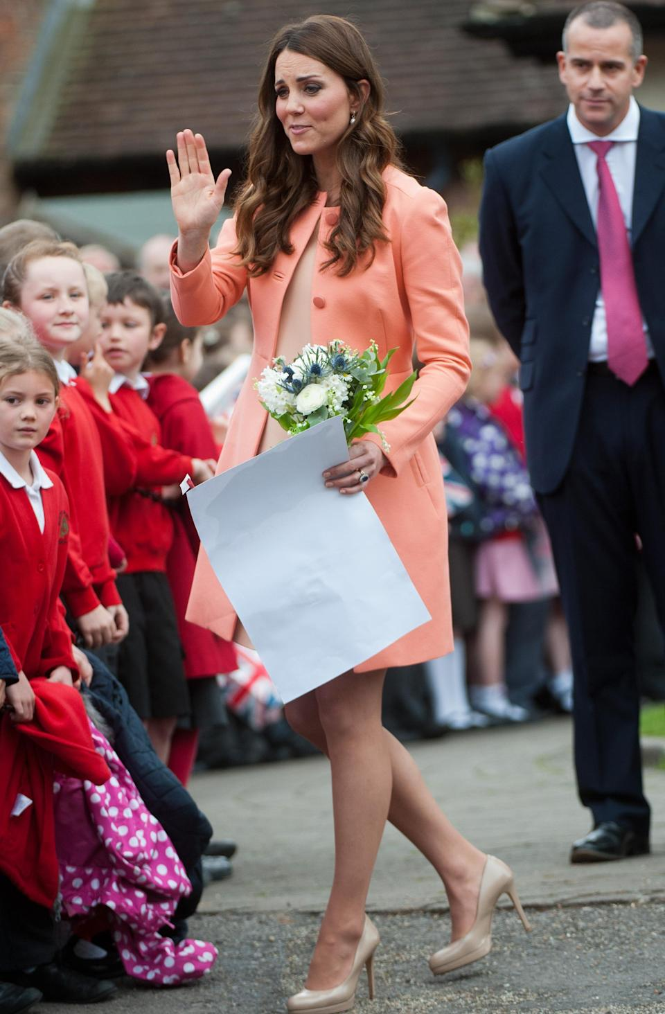 <p>The duchess covered her stomach in a peach-coloured Tara Jarmon coat while pregnant with Prince George. (Photo: PA) </p>