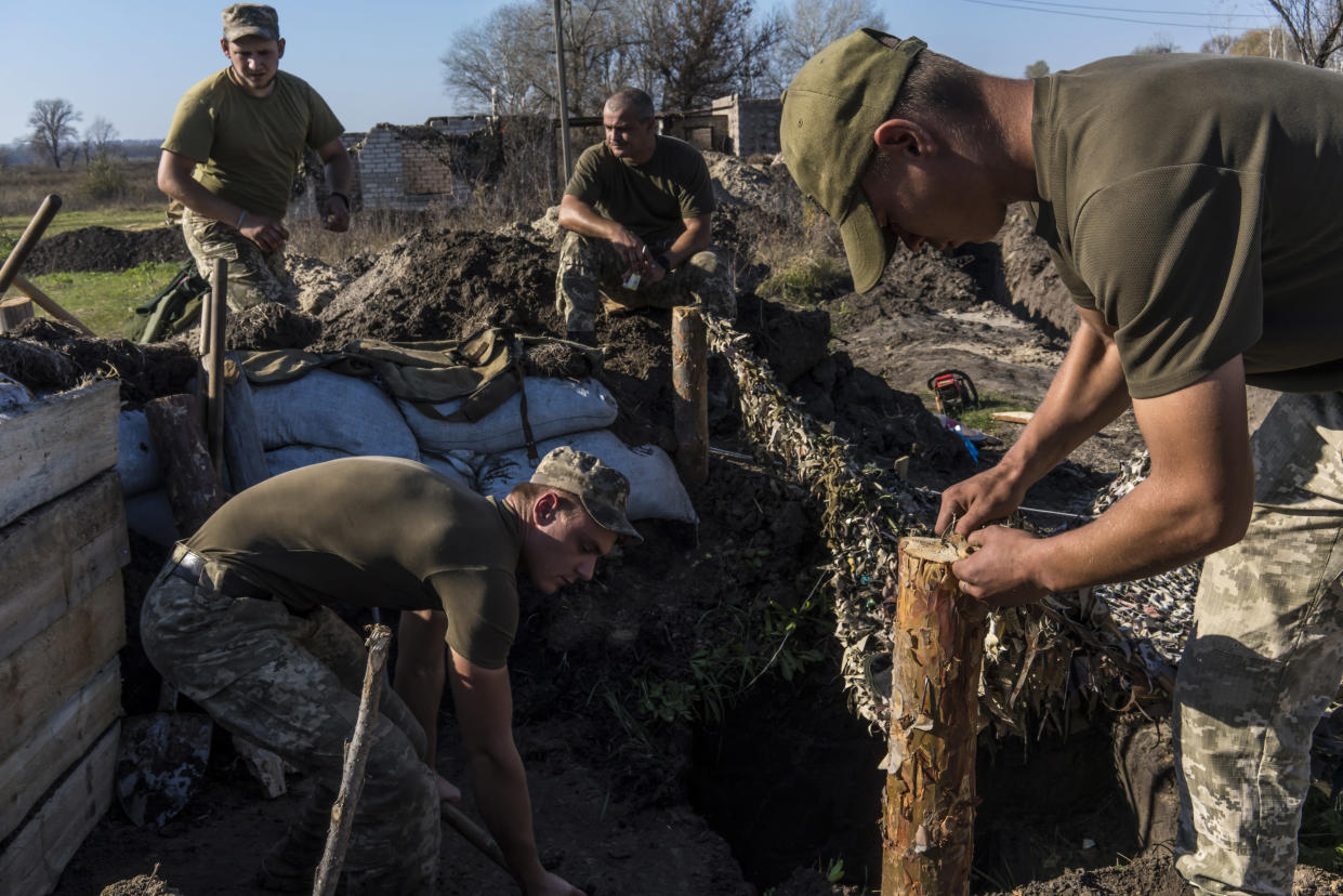 FILE - Ukrainian soldiers digging trenches and bunkers after moving position under an agreement between Ukrainian and separatist forces on Oct. 18, 2019, near Stanytsia Luhanska, Ukraine. (Brendan Hoffman/The New York Times)