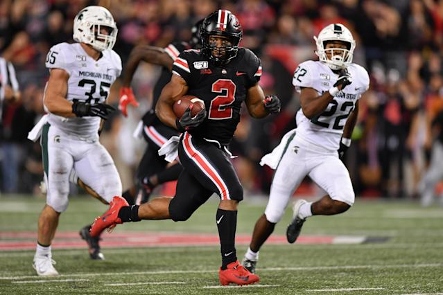 "J.K. Dobbins #2 of the Ohio State Buckeyes takes off on a 67-yard touchdown run in the second quarter of his team's win over the <a class=""link rapid-noclick-resp"" href=""/ncaaw/teams/michigan-st/"" data-ylk=""slk:Michigan State Spartans"">Michigan State Spartans</a>. (Getty)"