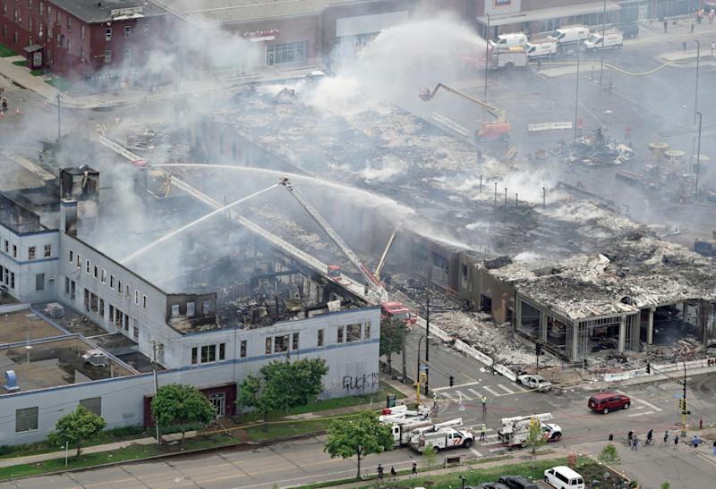 <strong>Firefighters work on an apartment building after it was burned to the ground in Minneapolis.</strong> (Photo: ASSOCIATED PRESS)