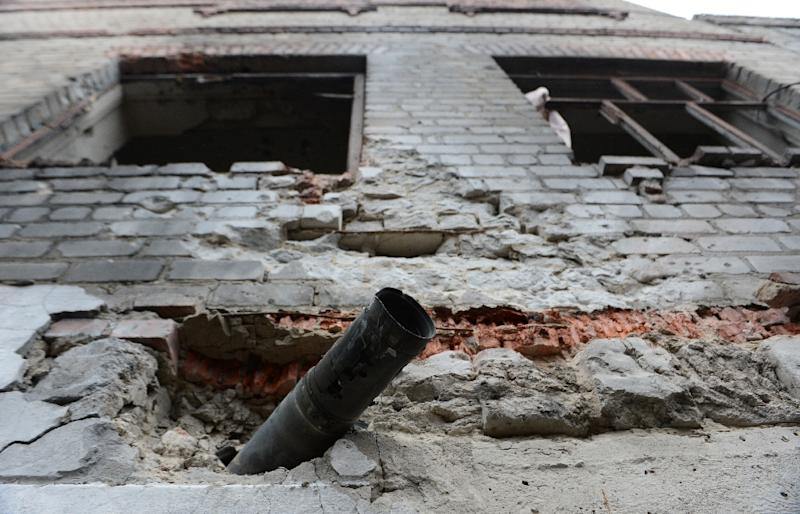A Grad rocket is lodged in the wall of a building in the jail of Chornukhyne, east of Debaltseve, eastern Ukraine on February 28, 2015 (AFP Photo/John MacDougall)
