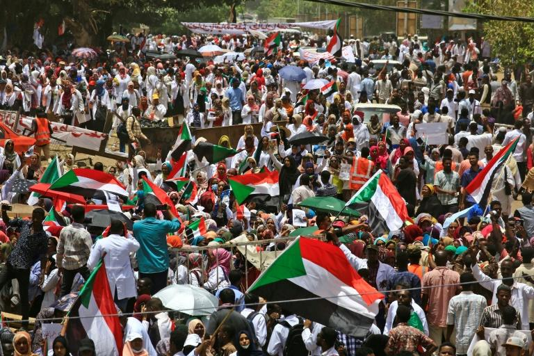 Thousands of protesters kept up their sit-in outside the army headquarters in Khartoum