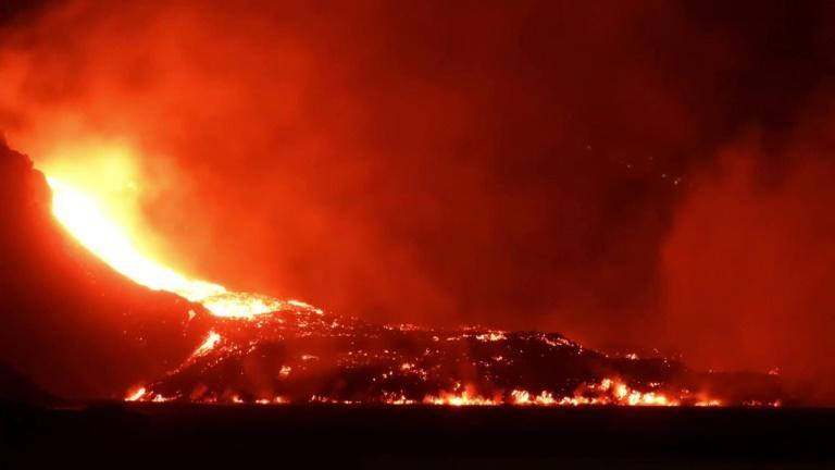 Lava from Canary Islands volcano spreads into the sea (AFP/Victor Svensson)