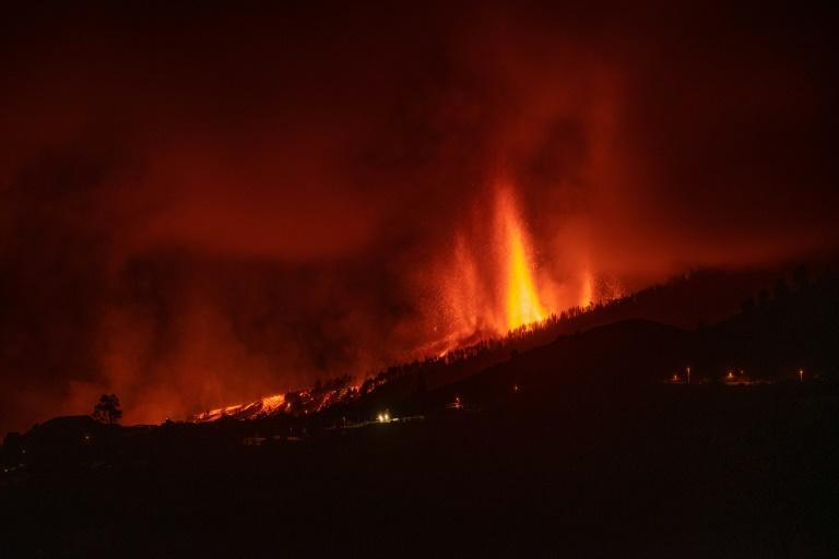 A new fissure emerged on the slopes of the Cumbre Vieja volcano overnight (AFP/DESIREE MARTIN)