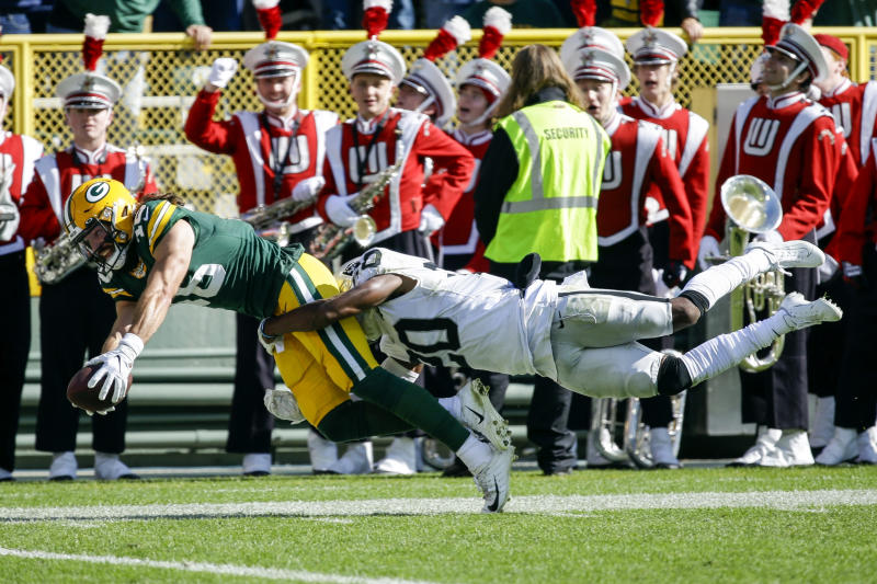 Green Bay Packers' Jake Kumerow, left, catches a touchdown pass in front of Oakland Raiders' Daryl Worley during the first half of an NFL football game Sunday, Oct. 20, 2019, in Green Bay, Wis. (AP Photo/Mike Roemer)