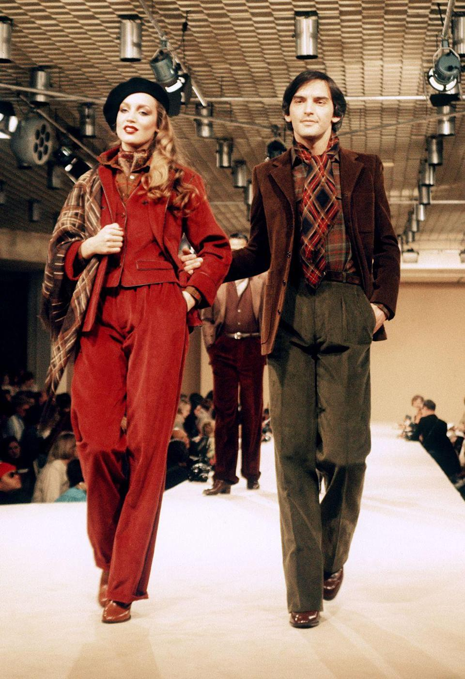 <p>Jerry Hall walked the Yves Saint Laurent show in a red velvet leisure suit and beret, as a printed ascot draped her right shoulder.<br></p>