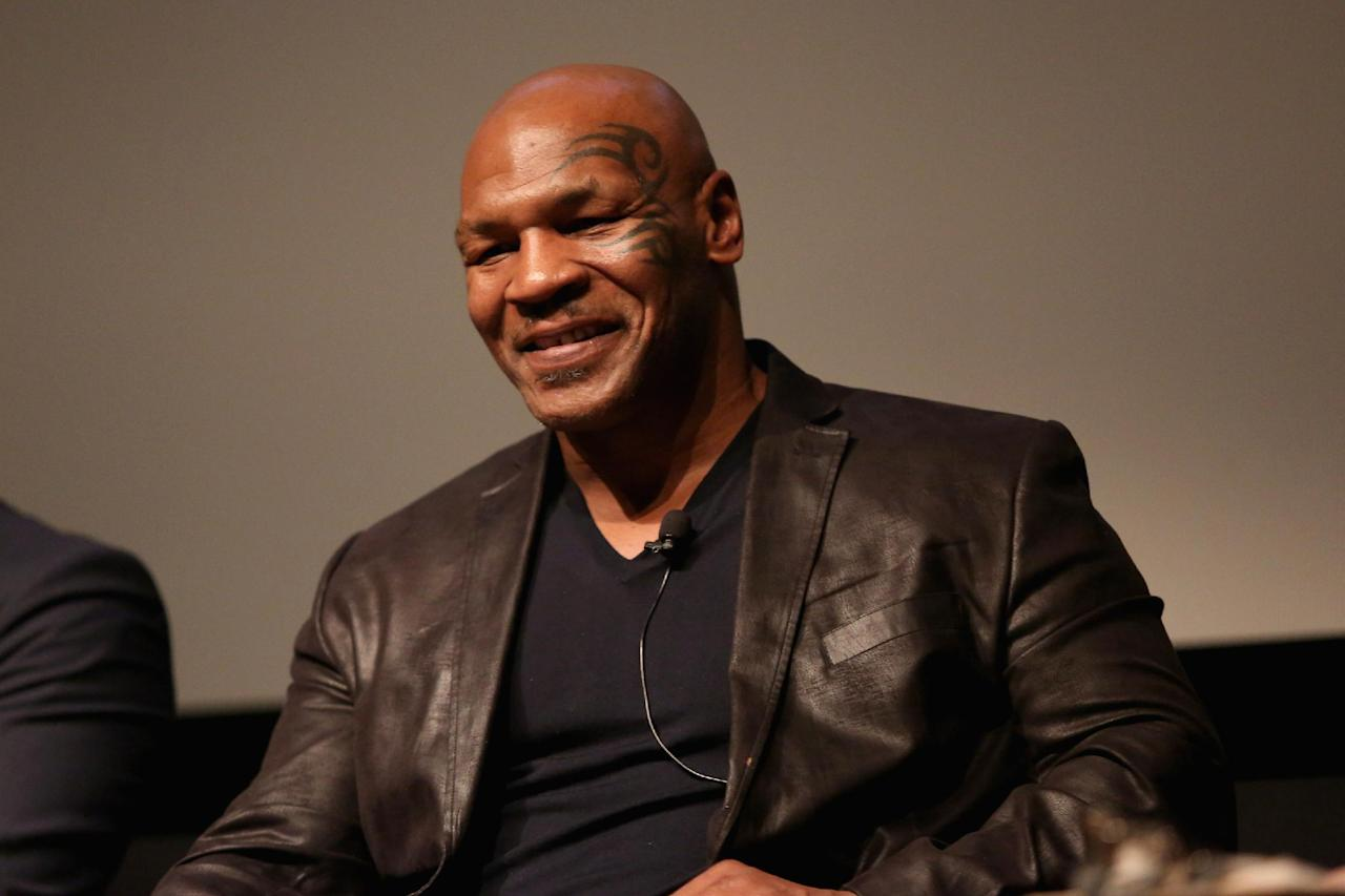 [VIDEO] Mike Tyson forces Dana White out of plane seat