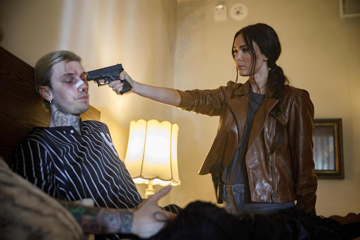 Baker and Fox in a scene from 'Midnight in the Switchgrass' (Photo: Courtesy of Lionsgate)
