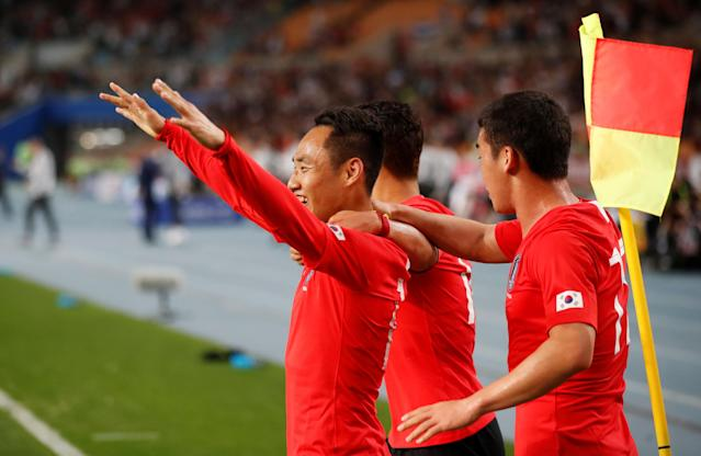 Soccer Football - International Friendly - South Korea vs Honduras - Daegu Stadium, Daegu, South Korea - May 28, 2018 South Korea's Seon-Min Moon celebrates scoring their second goal with team mates REUTERS/Kim Hong-Ji