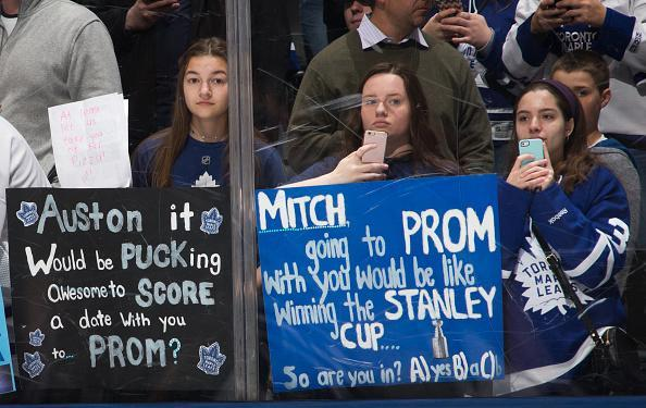 Young fans holds signs before the Toronto Maple Leafs face the Florida Panthers at the Air Canada Centre on March 28, 2017 in Toronto, Ontario, Canada. (Getty Images)