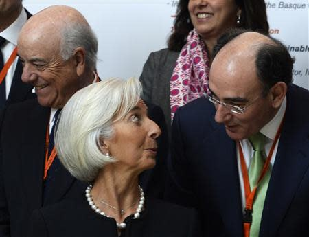 IMF Managing Director Christine Lagarde talks to Iberdrola chairman Ignacio Sanchez Galan during a family photo at the Global Forum Spain economic conference in Bilbao, March 3, 2014. REUTERS/Vincent West