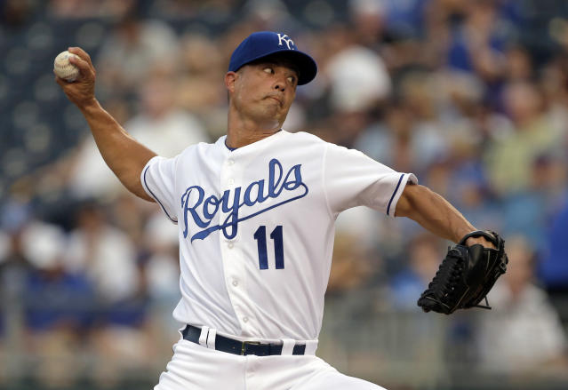 Kansas City Royals starting pitcher Jeremy Guthrie throws during the first inning of a baseball game against the Chicago White Sox, Wednesday, Aug. 21, 2013, in Kansas City, Mo. (AP Photo/Charlie Riedel)