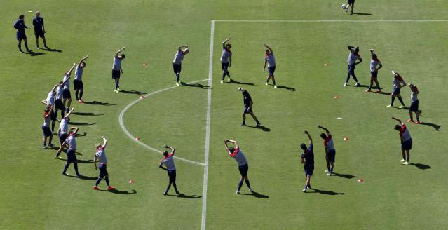 U.S. players take part in a training session as national soccer team coach Juergen Klinsmann (2nd L, top) watches ahead of their 2014 World Cup round of 16 match against Belgium in Salvador, June 30, 2014. REUTERS/Marcos Brindicci (BRAZIL - Tags: SPORT SOCCER WORLD CUP)