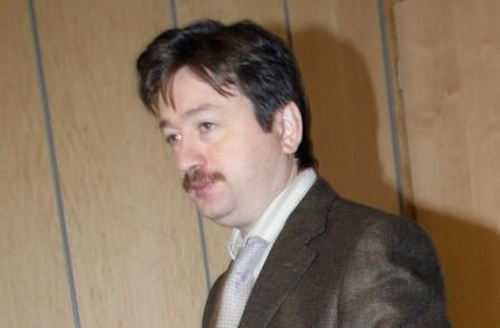 FILE PHOTO: Yukos board of directors member Alexander Temerko attends a press conference in Moscow