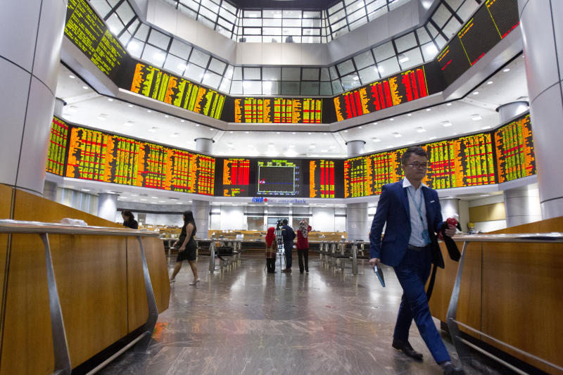 World stocks push past growth worries in China, Italy