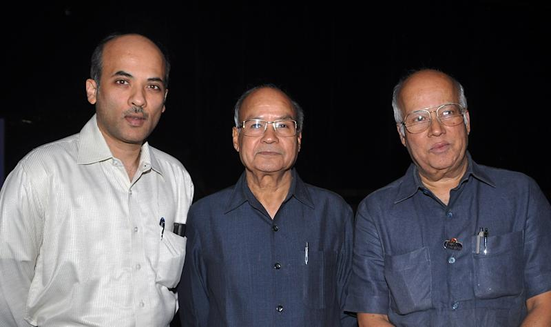 "Indian Bollywood producer and directors (L/R) Sooraj Barjatya, Tarachand Barjatya and Kamal Kumar Barjatya attend the classical ""Dance Odyssey"" Indian dance pieces starring Indian Bollywood actress Gracy Singh, choreographed and organised by Vaishnovi Kalakshetra cultural academy as a tribute to Indian Bollywood veteran stars in Mumbai on January 22, 2011. AFP PHOTO /STR (Photo credit should read STRDEL/AFP via Getty Images)"