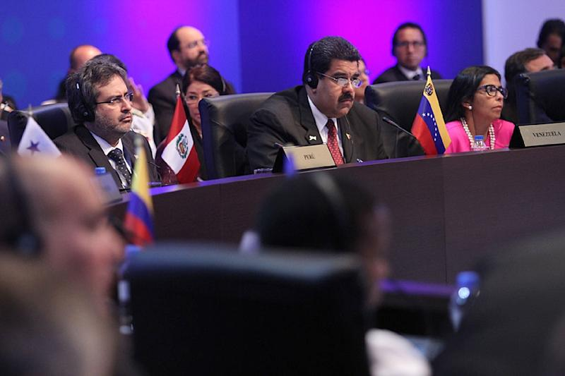 Handout picture from the Panamanian Presidency showing Venezuela's President Nicolas Maduro during the First Plenary Session of the VII Americas Summit at the Convention Center in Panama City on April 11, 2015 (AFP Photo/James Aparicio)