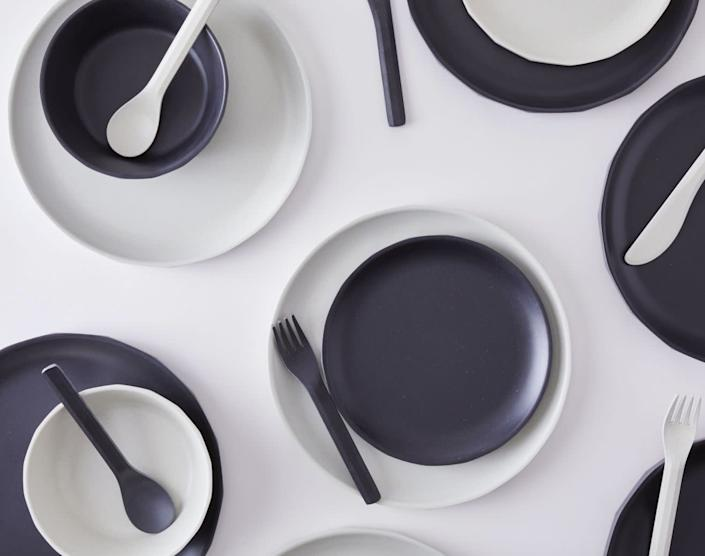 "<a href=""https://fave.co/3bRNiNl"" rel=""nofollow noopener"" target=""_blank"" data-ylk=""slk:Food52"" class=""link rapid-noclick-resp"">Food52</a> is known for curated tableware, cookware and kitchen accessories. You'll find industrial kitchenwares, such as these <a href=""https://fave.co/3hiyhq6"" rel=""nofollow noopener"" target=""_blank"" data-ylk=""slk:smoke tumblers"" class=""link rapid-noclick-resp"">smoke tumblers</a> and <a href=""https://fave.co/3m9Ymex"" rel=""nofollow noopener"" target=""_blank"" data-ylk=""slk:matte plates"" class=""link rapid-noclick-resp"">matte plates</a>. <a href=""https://fave.co/3bRNiNl"" rel=""nofollow noopener"" target=""_blank"" data-ylk=""slk:Browse industrial-inspired kitchen items from Food52"" class=""link rapid-noclick-resp"">Browse industrial-inspired kitchen items from Food52</a>."
