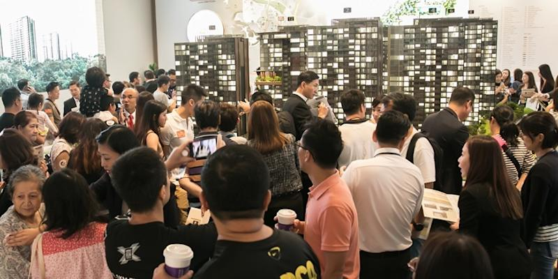 <p><img/></p>JadeScape, Singapore's first fully-smart multi-generational residential project, attracted nearly 9,000 visitors by Sunday afternoon...