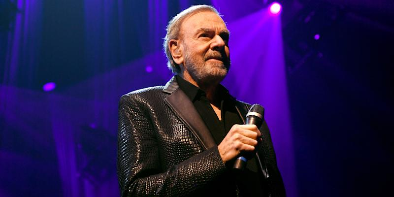 "Neil Diamond Rewrites ""Sweet Caroline"" to Promote Hand Washing: Watch"