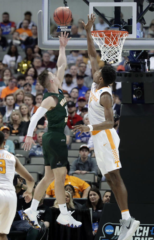 Wright State guard Grant Benzinger, left, goes up for a shot as Tennessee forward Kyle Alexander (11) defends in the first half of the first round of the NCAA men's college basketball tournament in Dallas, Thursday, March 15, 2018. (AP Photo/Tony Gutierrez)