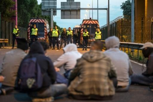 French police foil '1,000 bids' to cross Channel