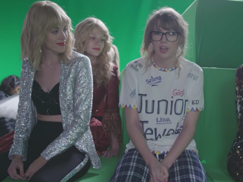 Taylor can be seen among a sea of lookalikes. Source: Taylor Swift