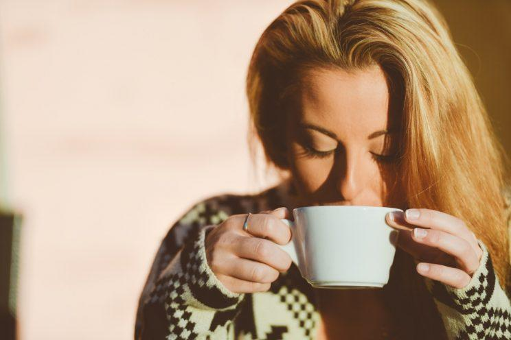 Mainlining the coffee? [Photo: Stokpic via Pexels]