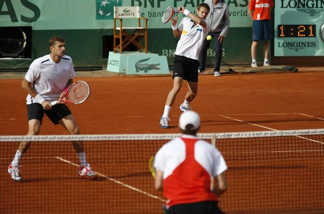 Belarus Max Mirnyi (L) and Canada's Daniel Nestor (R) hit a return to US Bob Bryan and US Mike Bryan during Men's Doubles final tennis match of the French Open tennis tournament at the Roland Garros stadium, on June 9, 2012 in Paris.  AFP PHOTO / THOMAS COEXTHOMAS COEX/AFP/GettyImages