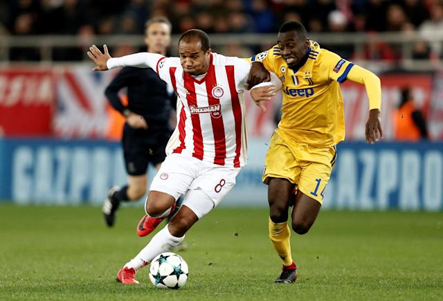 Soccer Football - Champions League - Olympiacos vs Juventus - Karaiskakis Stadium, Piraeus, Greece - December 5, 2017 Olympiacos' Vadis Odjidja-Ofoe in action with Juventus' Blaise Matuidi REUTERS/Costas Baltas