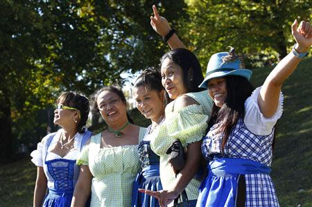 Filipinos, living in Germany, pose wearing traditional Bavarian Dirndls at Munich's 180th Oktoberfest October 3, 2013. REUTERS/Michaela Rehle