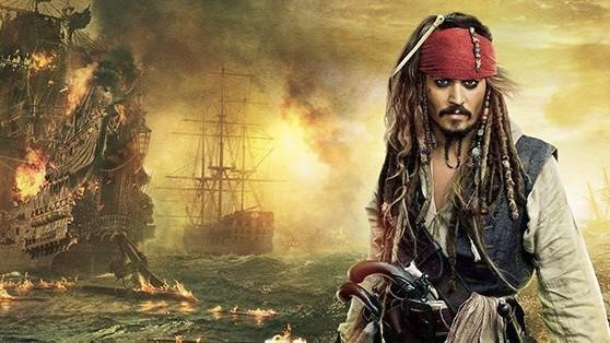 Johnny Depp Pulls a Captain Sparrow on His Fans at Disneyland