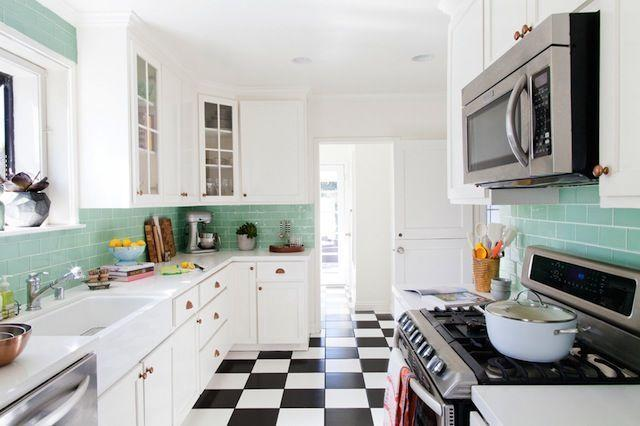 "<p>But all it took was three small changes to transform it completely: She added a new backsplash, updated the hardware and accessorized like crazy. The results speak for themselves.</p><p><em><a href=""http://theeffortlesschic.com/effortless-kitchen-update/"" rel=""nofollow noopener"" target=""_blank"" data-ylk=""slk:See more at The Effortless Chic »"" class=""link rapid-noclick-resp"">See more at The Effortless Chic »</a></em></p>"