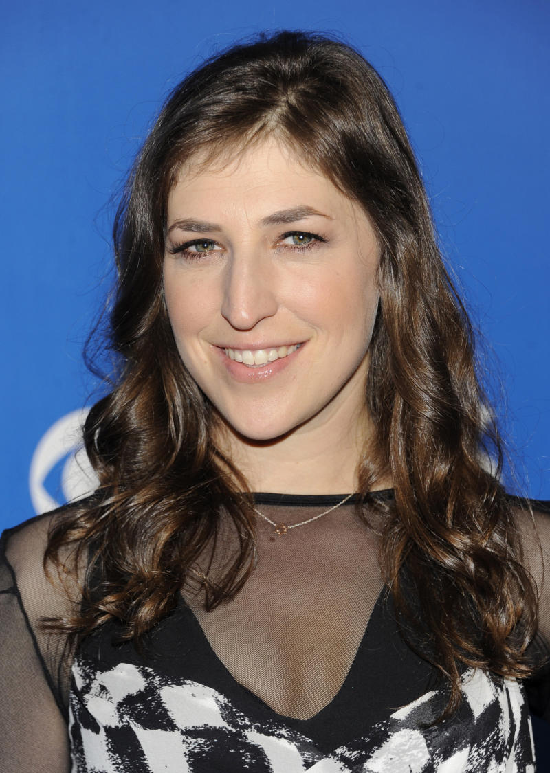 """FILE - This May 16, 2012 file photo shows Actress Mayim Bialik from the show """"The Big Bang Theory"""" attending the CBS network upfront presentation at The Tent at Lincoln Center, in New York. Bialik has been hospitalized after sustaining injuries in a car accident in Hollywood area of Los Angeles. Los Angeles Police spokesman Richard French says the 36-year-old actress sustained severe lacerations to her left hand and thumb shortly before noon Wednesday  Aug. 15, 2012, when another car made a left turn and crashed into Bialik's vehicle, activating the air bags. (AP Photo/Evan Agostini, File)"""