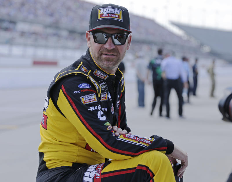Clint Bowyer signs extension with Stewart-Haas Racing