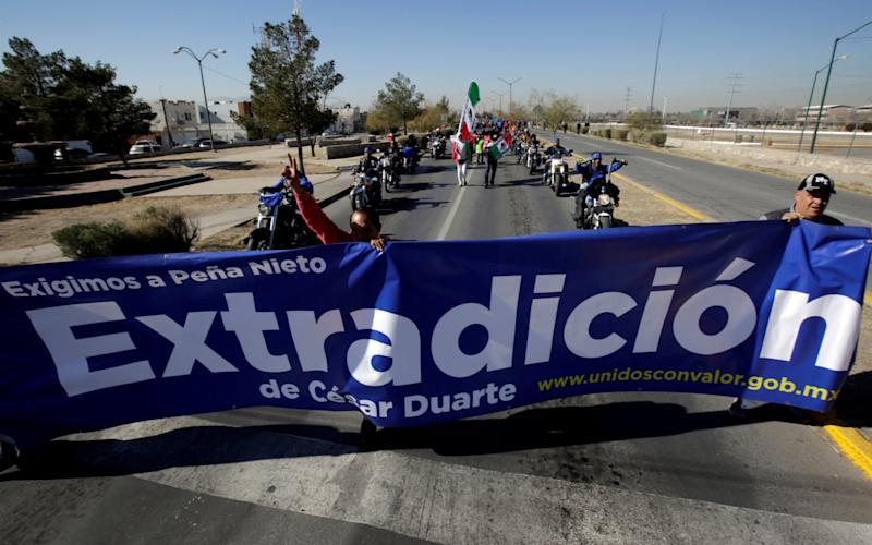 People march in Ciudad Juarez to demand Cesar Duarte is extradited to Mexico to face corruption charges - Jose Luis Gonzalez/Reuters