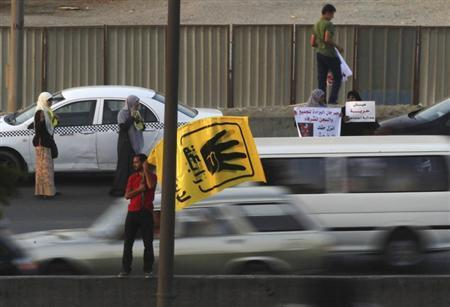 Members of the Muslim Brotherhood and supporters of ousted Egyptian President Mohamed Mursi protest against the military and interior ministry at a highway south Cairo, August 31, 2013. REUTERS/Amr Abdallah Dalsh