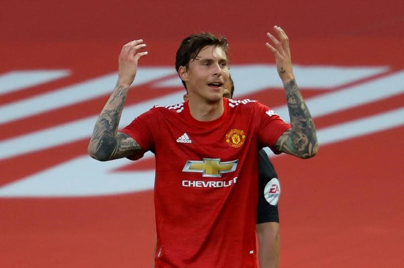 Disjointed and overrun, Man Utd slumps to loss on EPL return
